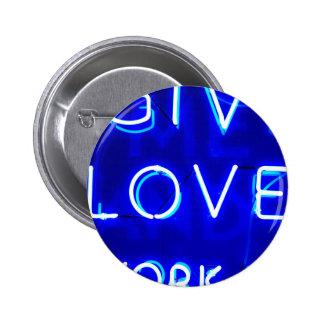 Muestra de neón azul del amor pin redondo de 2 pulgadas