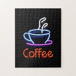 Muestra de neón del café rompecabezas con fotos