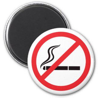 Muestra de no fumadores con símbolo negro del ciga imán redondo 5 cm