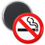 Muestra de no fumadores del símbolo oficial intern iman de nevera