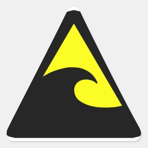 Muestra de peligro del tsunami pegatina triangular