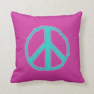 Muestra del ~ de la paz ciánica en el rosa almohadas