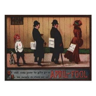 Muestra del día del inocente del vintage en perro postales