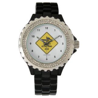 Muestra del diamante del amarillo de la relojes de pulsera