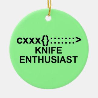 Muestra del entusiasta del cuchillo adorno navideño redondo de cerámica