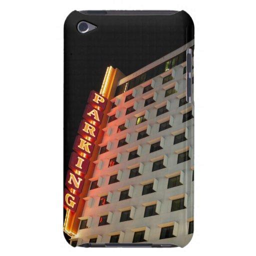 Muestra del estacionamiento en hotel en la noche,  barely there iPod coberturas