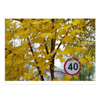Muestra del límite de velocidad del camino en una tarjeta postal