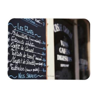 Muestra del menú fuera de un café en Burdeos, Rectangle Magnet