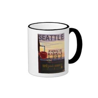 Muestra del mercado del lugar de SeattlePike y opi Taza De Café