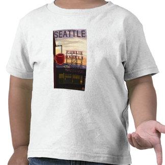 Muestra del mercado del lugar de SeattlePike y Camisetas