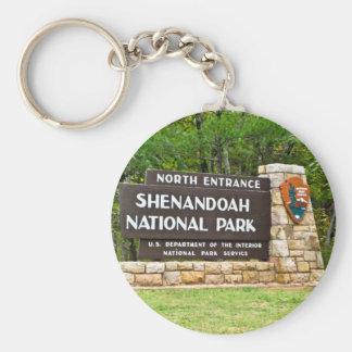 Muestra del norte de la entrada del parque naciona llavero redondo tipo pin