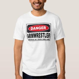 Muestra del peligro de Armwrestler Remeras