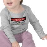 Muestra del peligro de la cuarentena camiseta