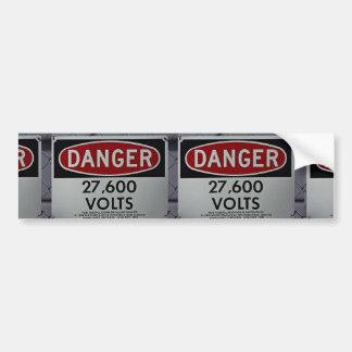Muestra del peligro que indica alto voltaje pegatina de parachoque