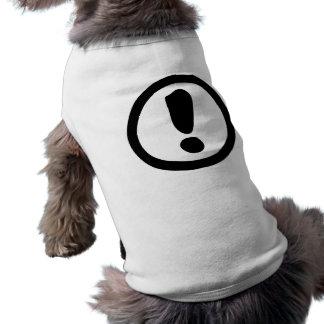 Muestra del signo de exclamación camisa de mascota