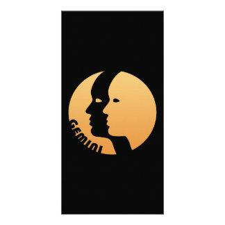 Muestra del zodiaco de los géminis tarjeta fotográfica
