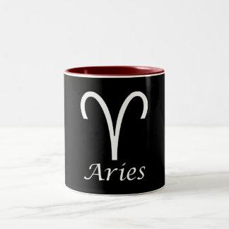 Muestra del zodiaco del aries del `' taza de café de dos colores
