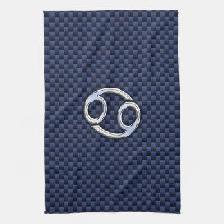 Muestra del zodiaco del cáncer en la impresión de toallas de mano