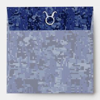 Muestra del zodiaco del tauro en el camuflaje azul sobres