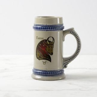 Muestra del zodiaco del tauro jarra de cerveza
