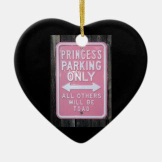 Muestra divertida de princesa Parking Only Adorno Navideño De Cerámica En Forma De Corazón