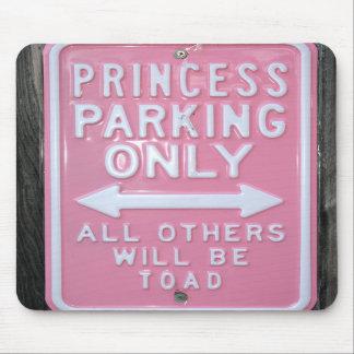 Muestra divertida de princesa Parking Only Tapetes De Ratones