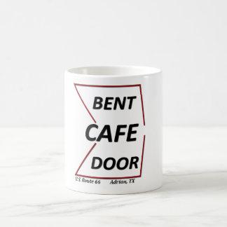 Muestra doblada Tejas del café de la puerta de Taza Básica Blanca