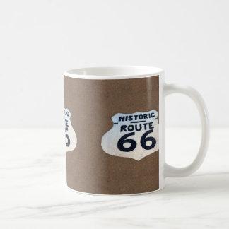 Muestra histórica del pavimento de la ruta 66 taza de café