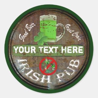 Muestra irlandesa personalizada del pub pegatina redonda