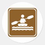 Muestra Kayaking de la carretera Etiqueta Redonda