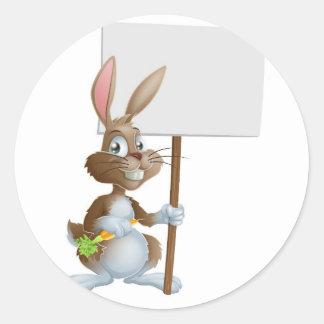 Muestra linda de la zanahoria del conejo de coneji pegatinas redondas