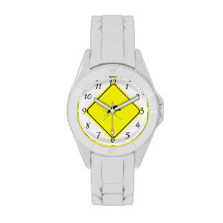 Muestra negra de la travesía del amarillo de la reloj de mano