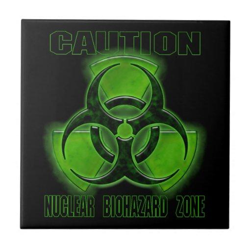 Muestra nuclear de la precaución del Biohazard Azulejo Cuadrado Pequeño