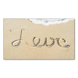 Muestra tallada amor en la arena de la playa tarjetas de visita magnéticas (paquete de 25)