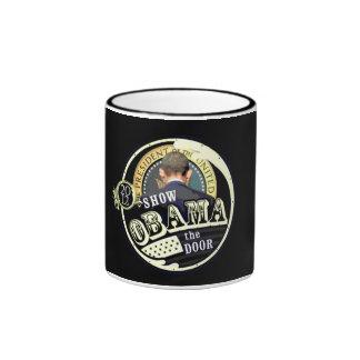 Muestre a Obama la puerta en 2012 Taza De Dos Colores