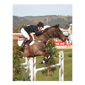 Muestre el caballo y al jinete de salto membrete personalizado