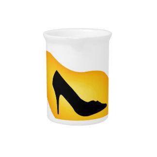 Muestre en una gotita amarilla jarrones