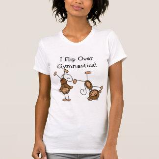 Muevo de un tirón sobre las camisetas y los playeras