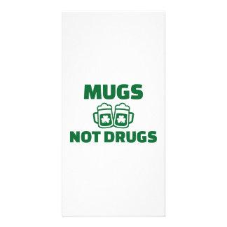 Mugs not drugs card