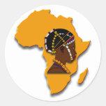 Mujer africana en el continente pegatina redonda