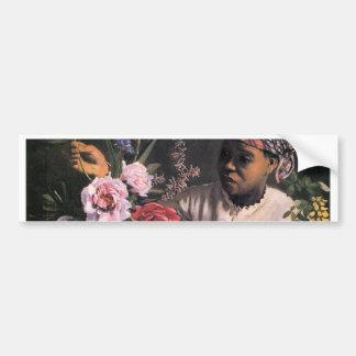 Mujer africana que planta las flores en un florero pegatina para auto