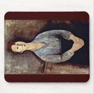 Mujer asentada con una blusa azul tapetes de ratones