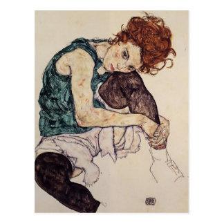 Mujer asentada Schiele- de Egon con la rodilla dob Tarjeta Postal