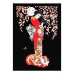 Mujer asiática con noche de la flor de cerezo