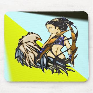 Mujer asiática y Eagle del guerrero Alfombrilla De Raton