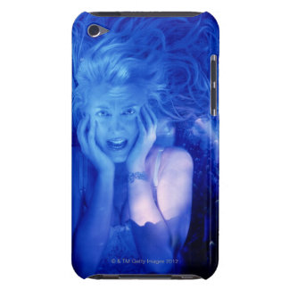 Mujer asustada barely there iPod funda