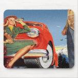 Mujer auto del vintage del anuncio retro del kitsc alfombrilla de ratón