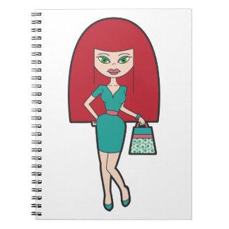 Mujer bonita con el bolso retro libro de apuntes