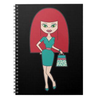Mujer bonita con el bolso retro libros de apuntes con espiral