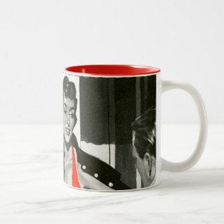 Mujer candente tazas de café